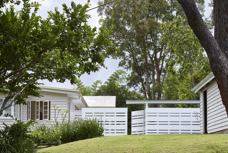 A Sunroom and Articulated Fence Were All it Took to Update this Home