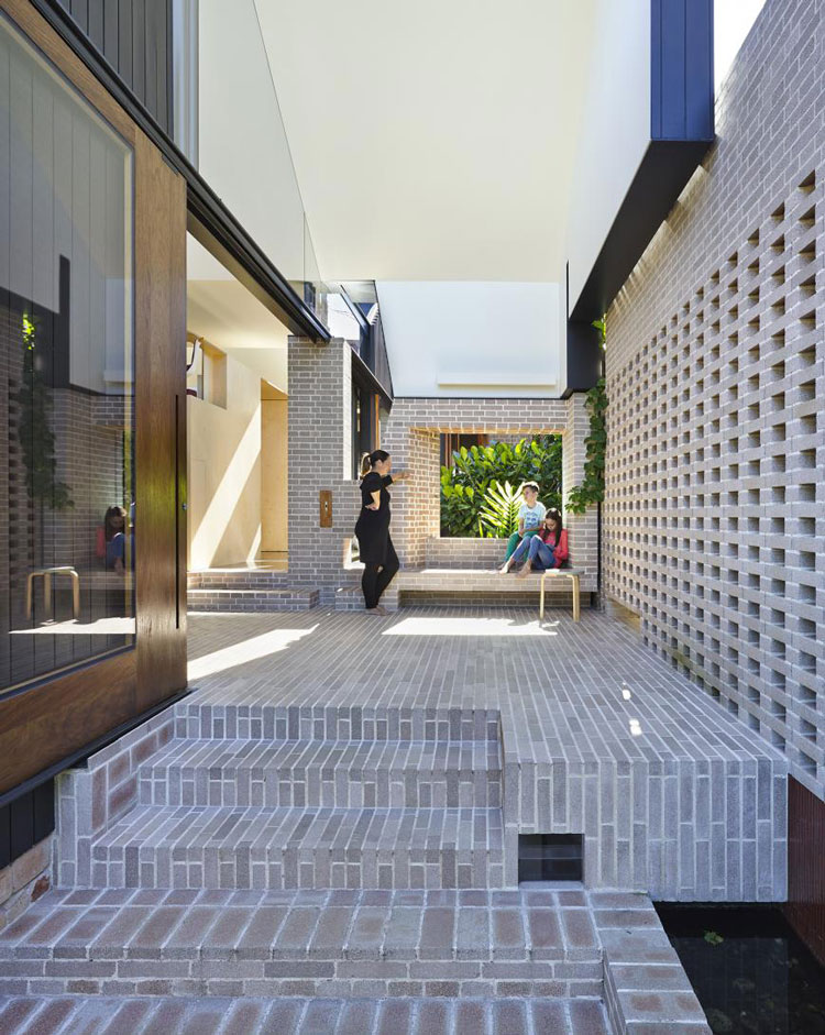Aperture House by Cox Rayner Architects and Twofold Studio (via Lunchbox Architect)