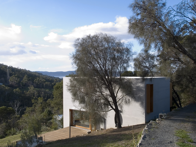 Bonnet Hill House overlooks the valley and ocean below