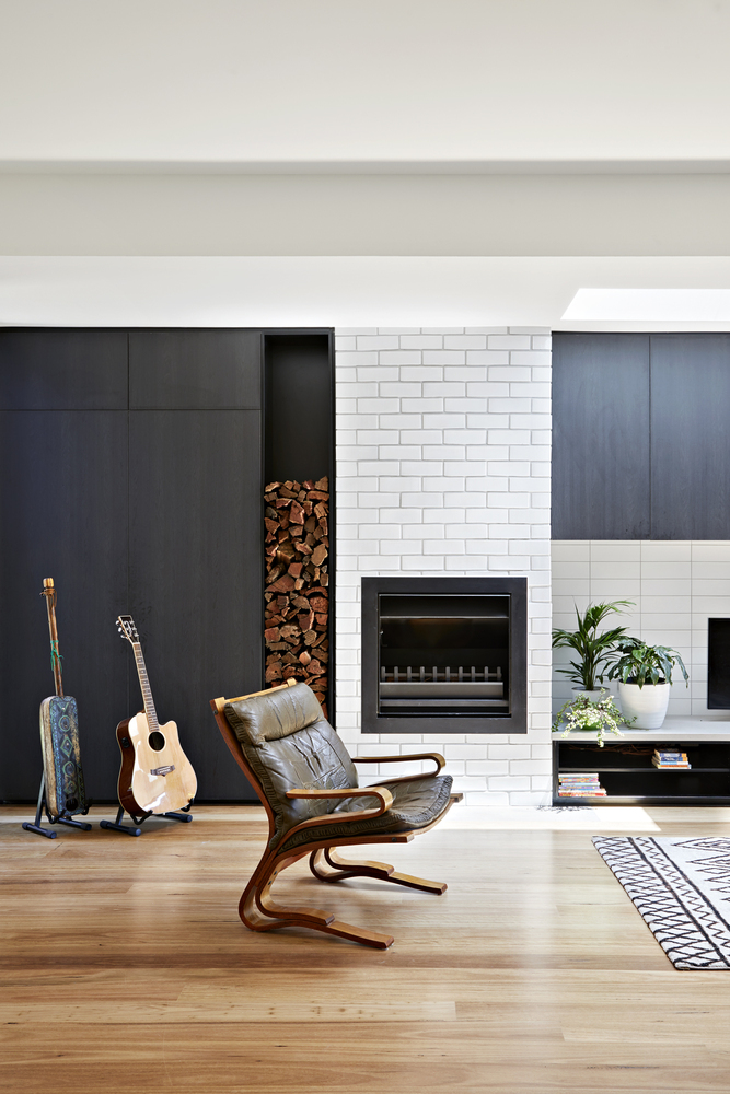How to Create a Modern, Flexible and Bright Space on a Narrow Block