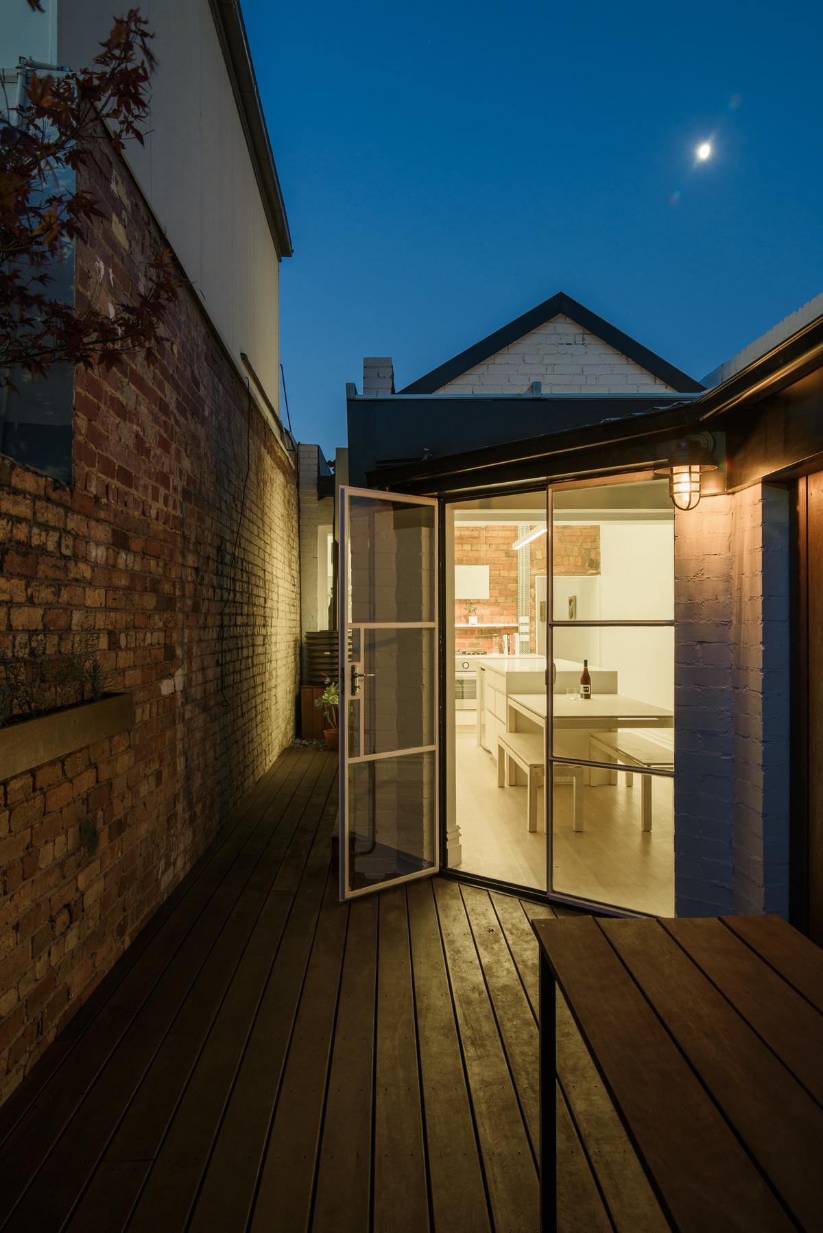 This Is How You Transform a Tight and Dingy Terrace Without Extending