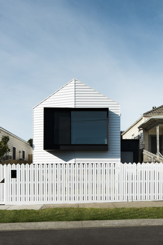 A Contemporary House Reinterprets Its Victorian-Era Neighbours