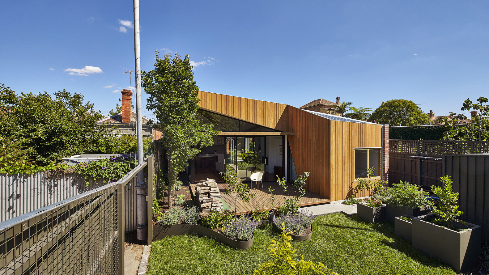 Diagonal House by Simon Whibley Architecture and Antarctica (via Lunchbox Architect)