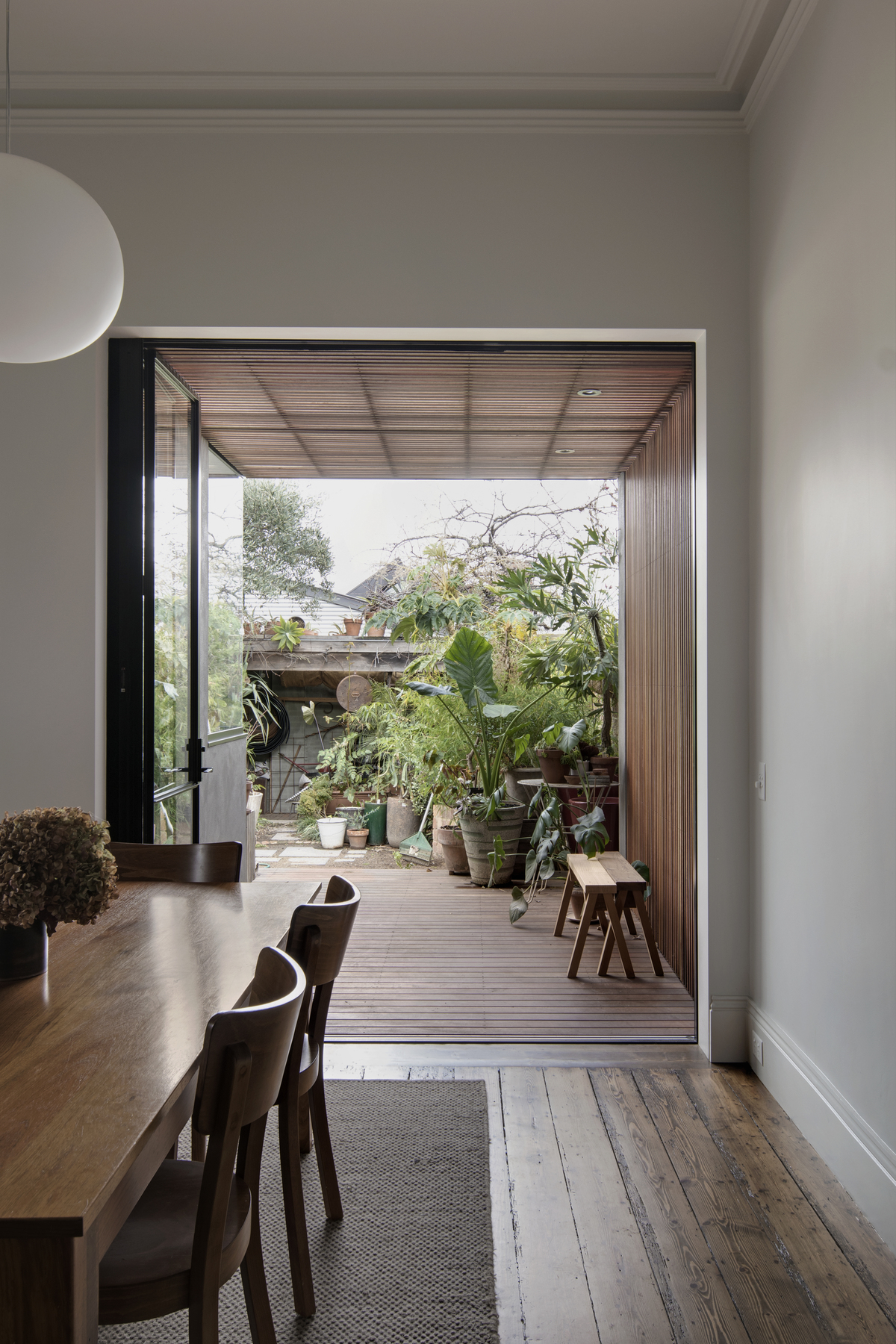 A Minimal Renovation Maximises the Connection to the Outdoors