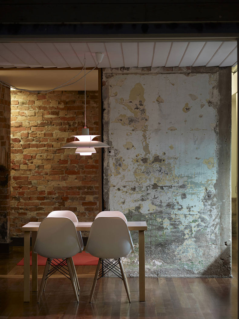 Fitzroy Terrace in Sydney's original render and brickwork is left exposed in the dining area