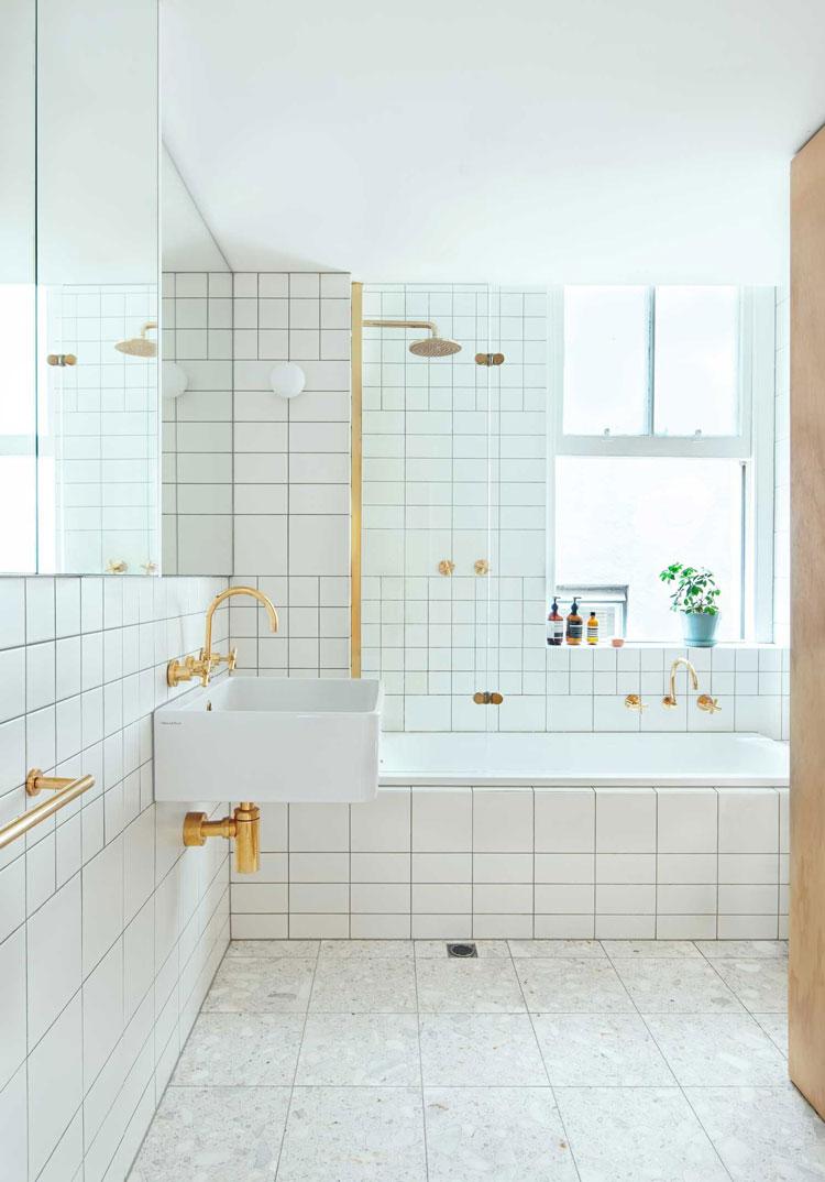 Flinders Lane Space Efficient Apartment bathroom