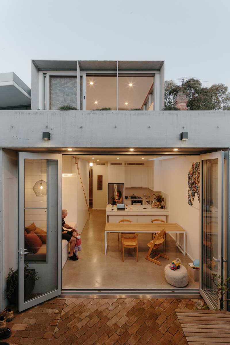 Addition Makes the Most of a Narrow Four Metre-wide Site
