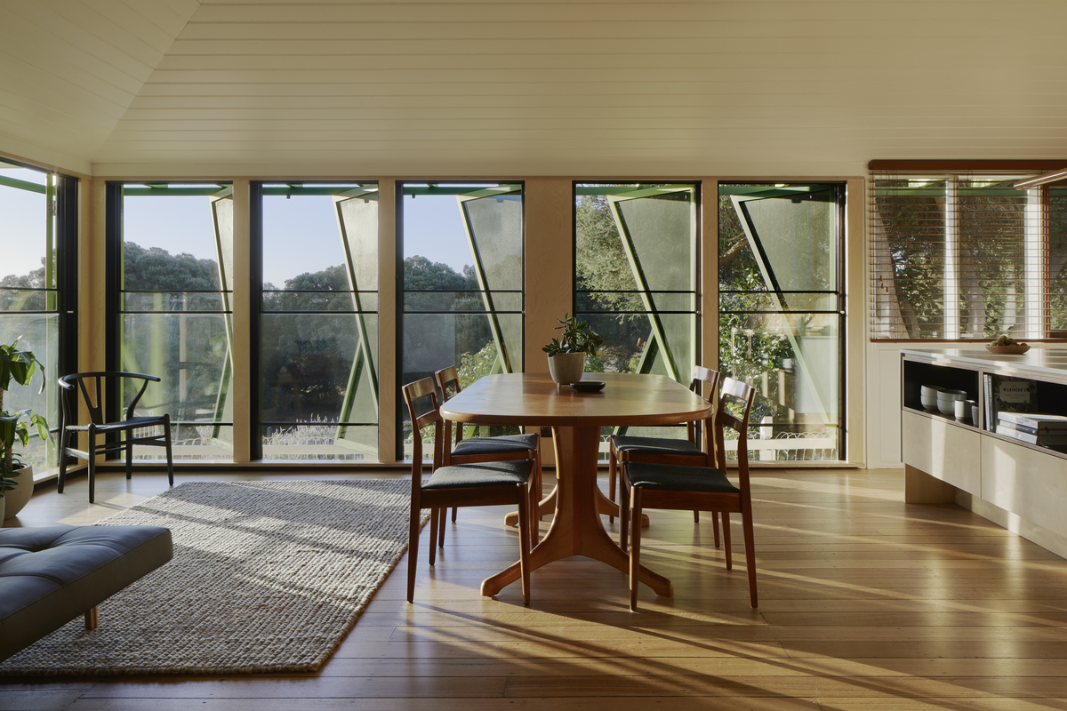 A Dour Old Post Office Finds Its Mojo As a Sunny Summer Beach House