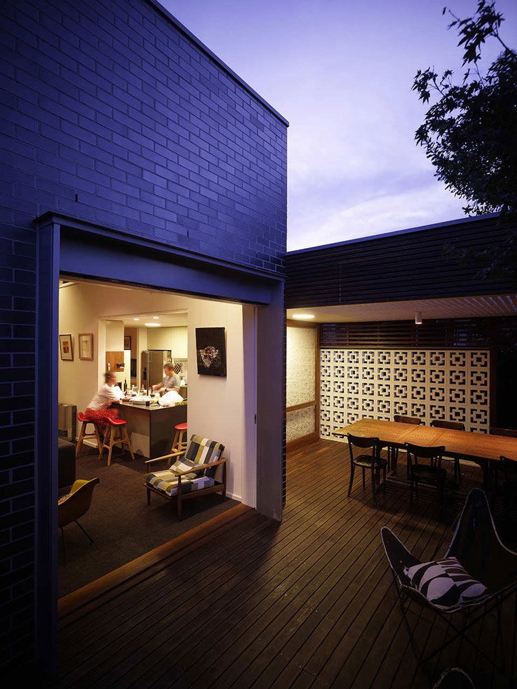 Haberfield House has a generous opening onto the garden for indoor-outdoor living