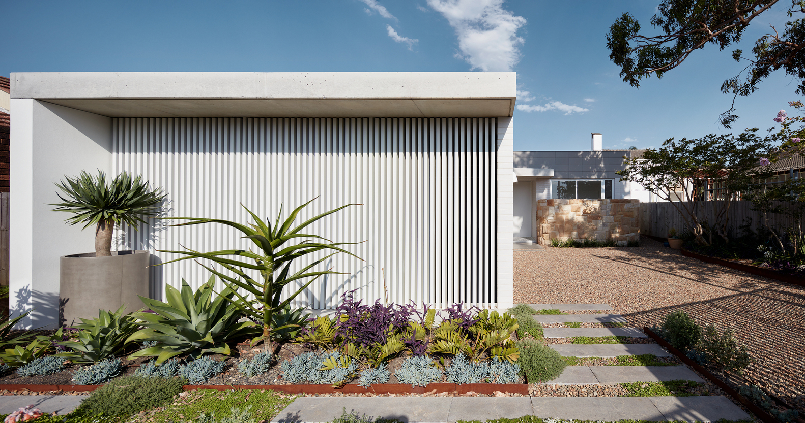 This Sydney Home Turns the Traditional Aussie House on its Side