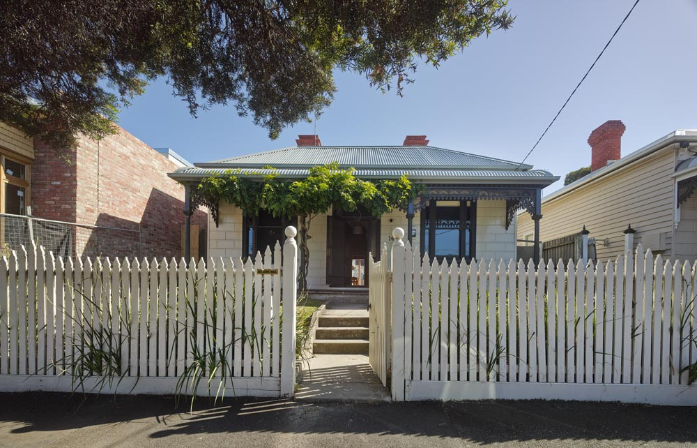 From the front, House Reduction retains its traditional victorian facade