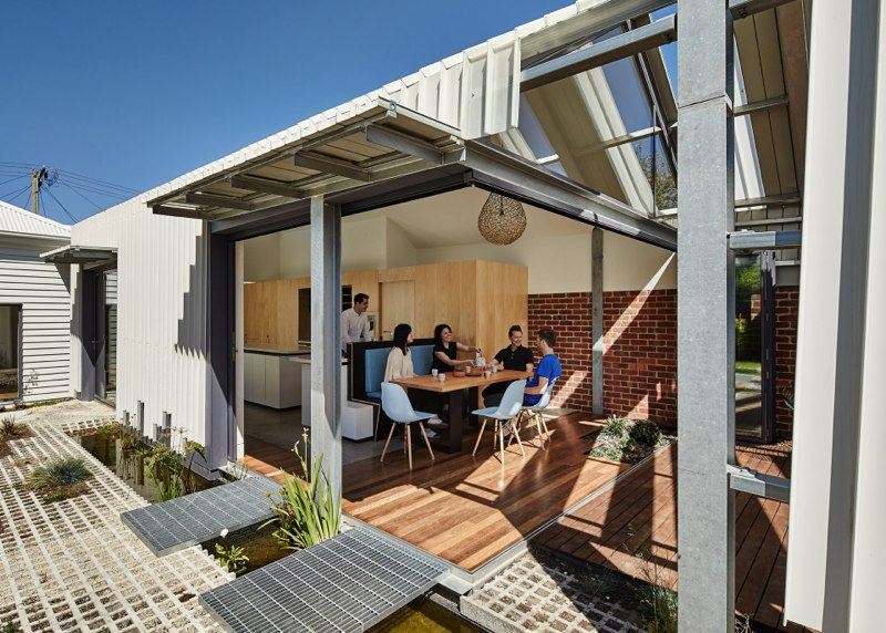 Cut Paw Paw Inside Out House by Andrew maynard Architects (via Lunchbox Architect)