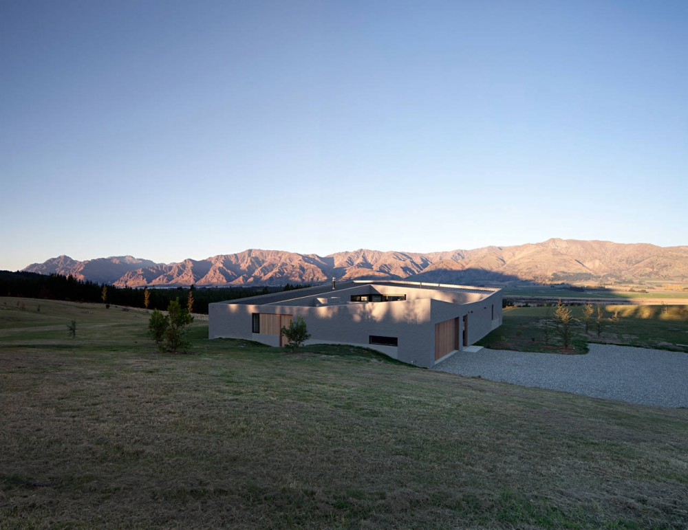 Lake Hawea Courtyard House by Glamuzina Paterson Architects (via Lunchbox Architect)
