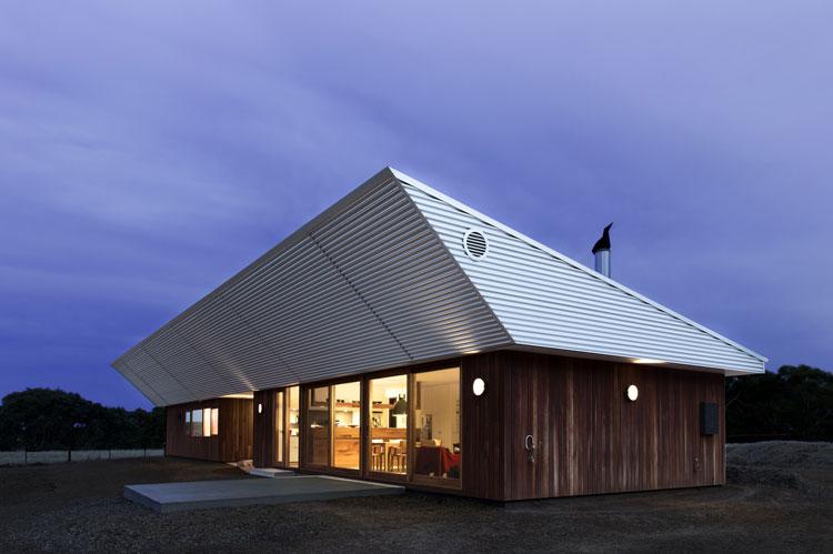 Leura Lane House skillion roof sails over the North-facing windows