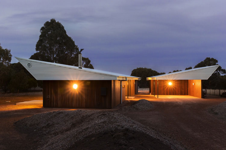 Leura Lane House is made up of two pavilions, one a garage and one the main house