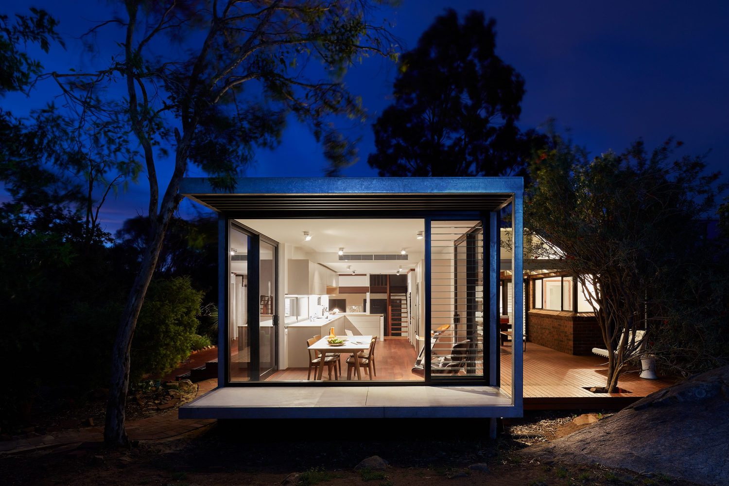 A New Glass Box Protrudes to Transport this Family into the Landscape