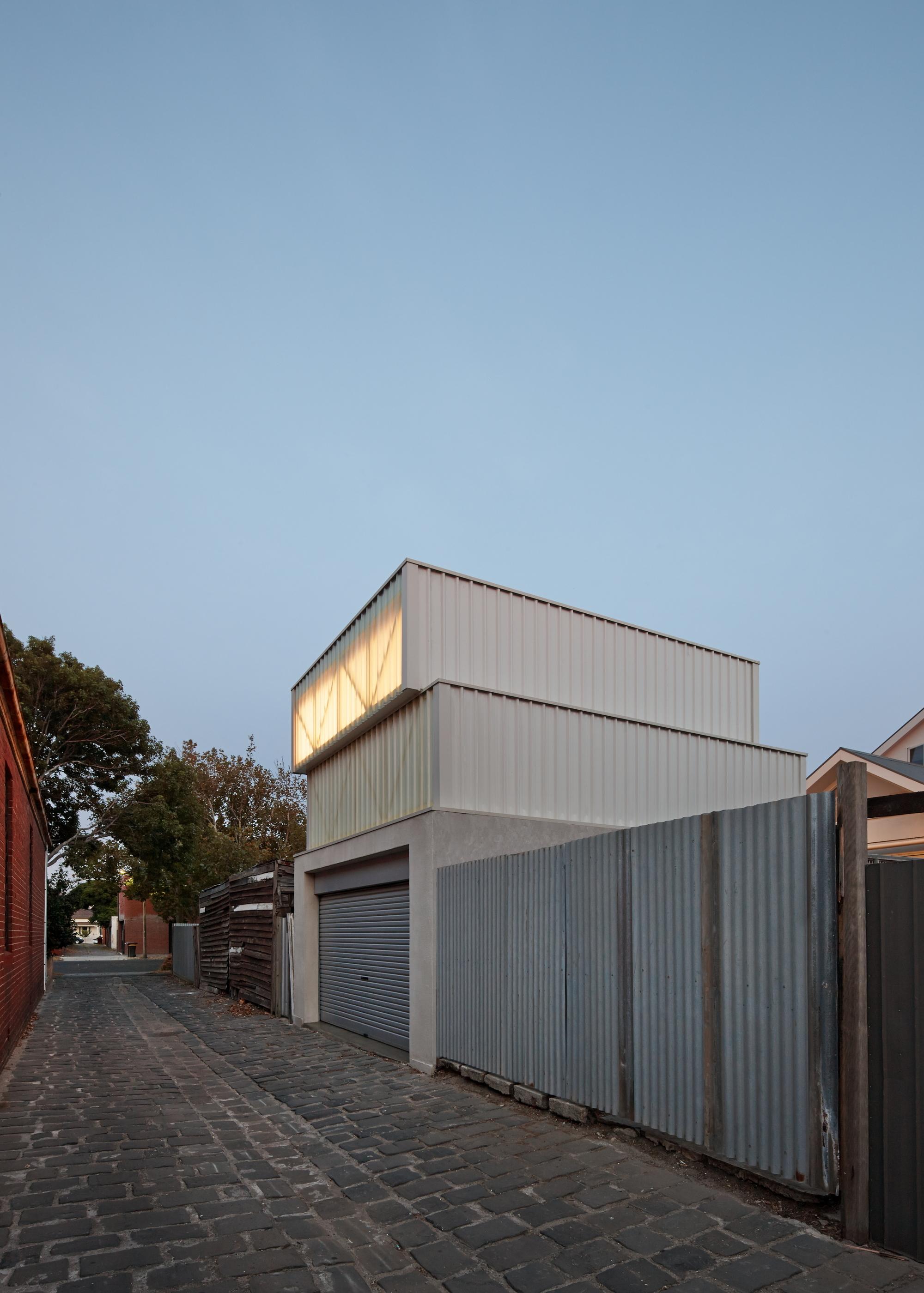 Middle Park Studio by John-Paul Rollo Architects (via Lunchbox Architect)