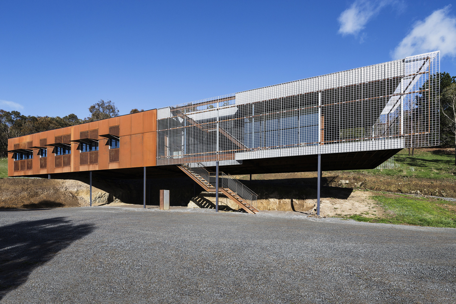 A Home On a Challenging Site is Designed to Resist Bushfire