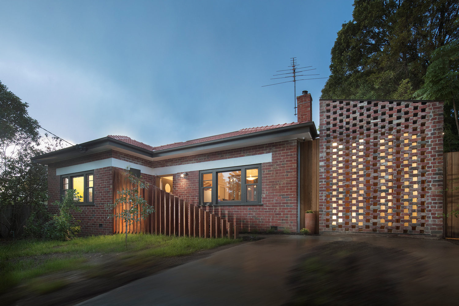 A Renovation that Honours a Beautiful Old Gum Tree in the Backyard