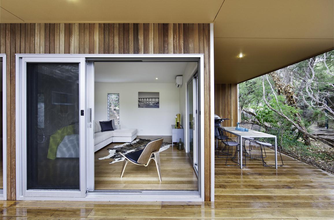 Sandy Point Prefab by Ecoliv (via Lunchbox Architect)
