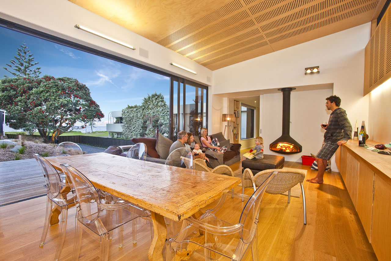Screened by Pohutukawa House by Architecture Bureau (via Lunchbox Architect)