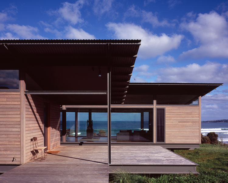 Sugar Gum House is constructed from local hardwood timber, powder coated steel, corrugated iron and glass