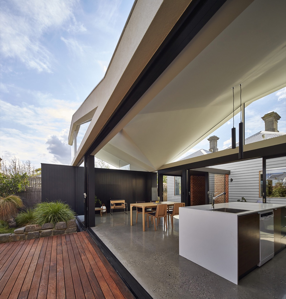A House That Revolves Around the Garden and Spending Time Outdoors