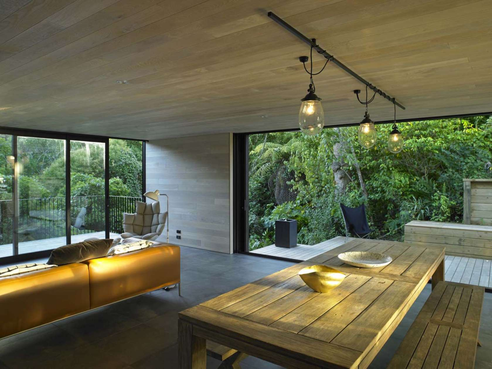 Waiatarua Houseby Monk Mackenzie Architects (via Lunchbox Architect)