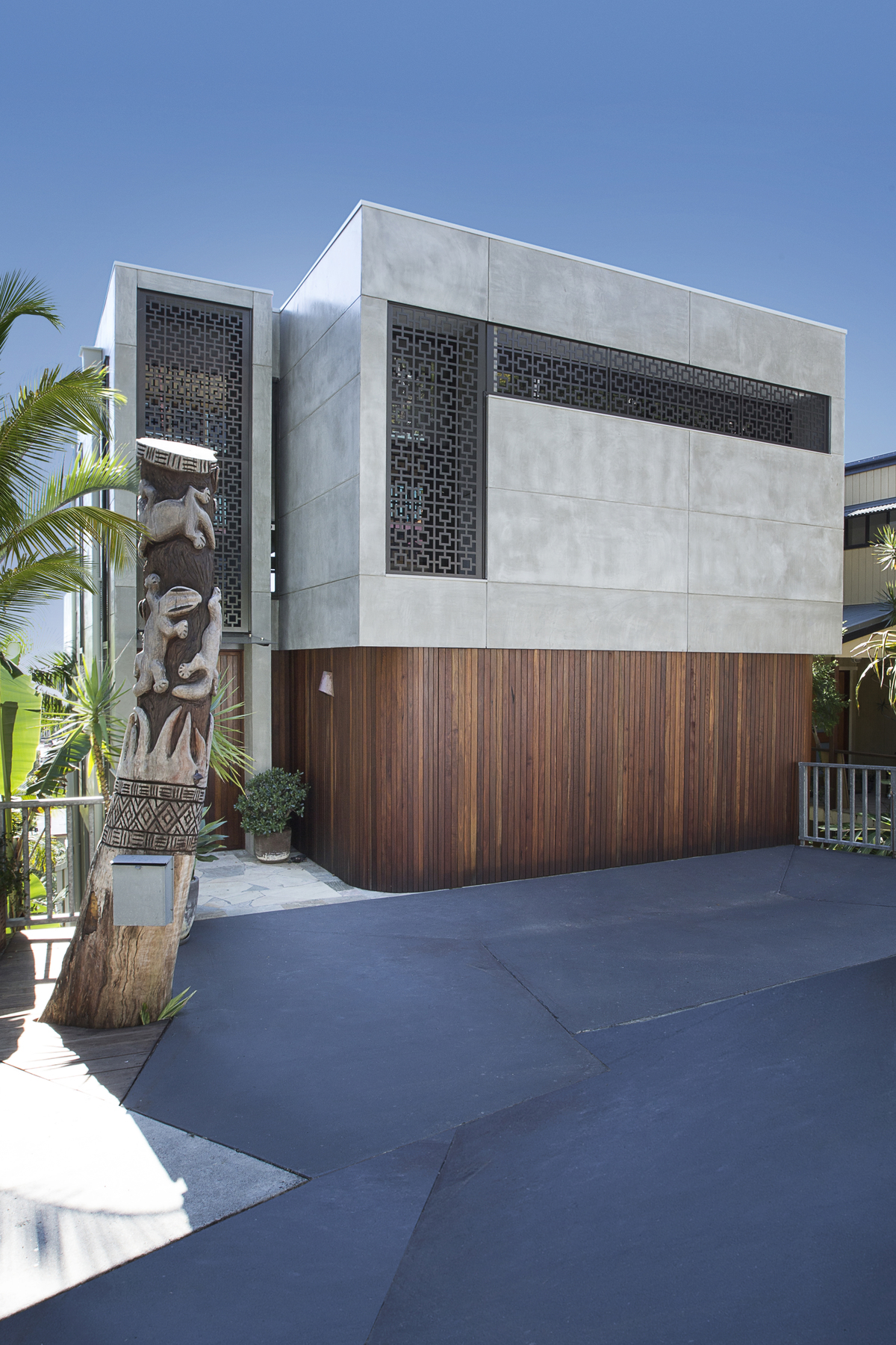 From 39 80s dated to 39 60s modern gold coast home transformed for Modern 80s house