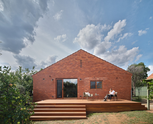 Ainslie Cottage by buck&simple (via Lunchbox Architect)