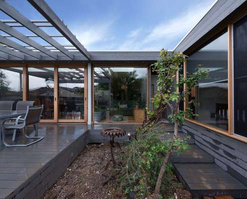 Calithornbury Bungalow by Statkus Architecture (via Lunchbox Architect)