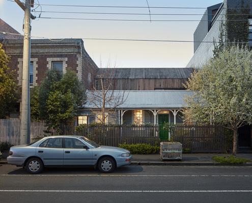 Crisp House by Robert Nichol & Sons (via Lunchbox Architect)