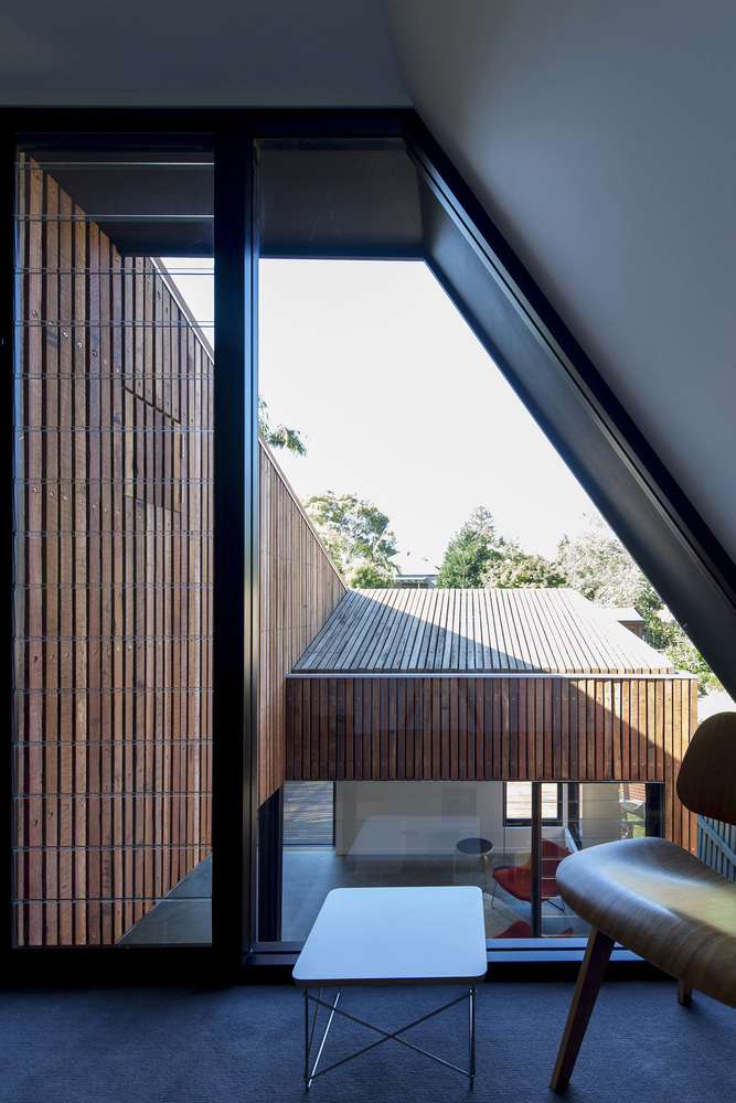 Cut Away Roof House A Contemporary Addition That Looks