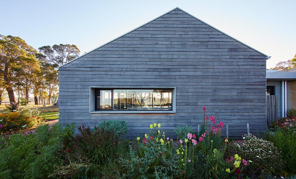 A modern farm house with a traditional farm style verandah for Modern farmhouse architects