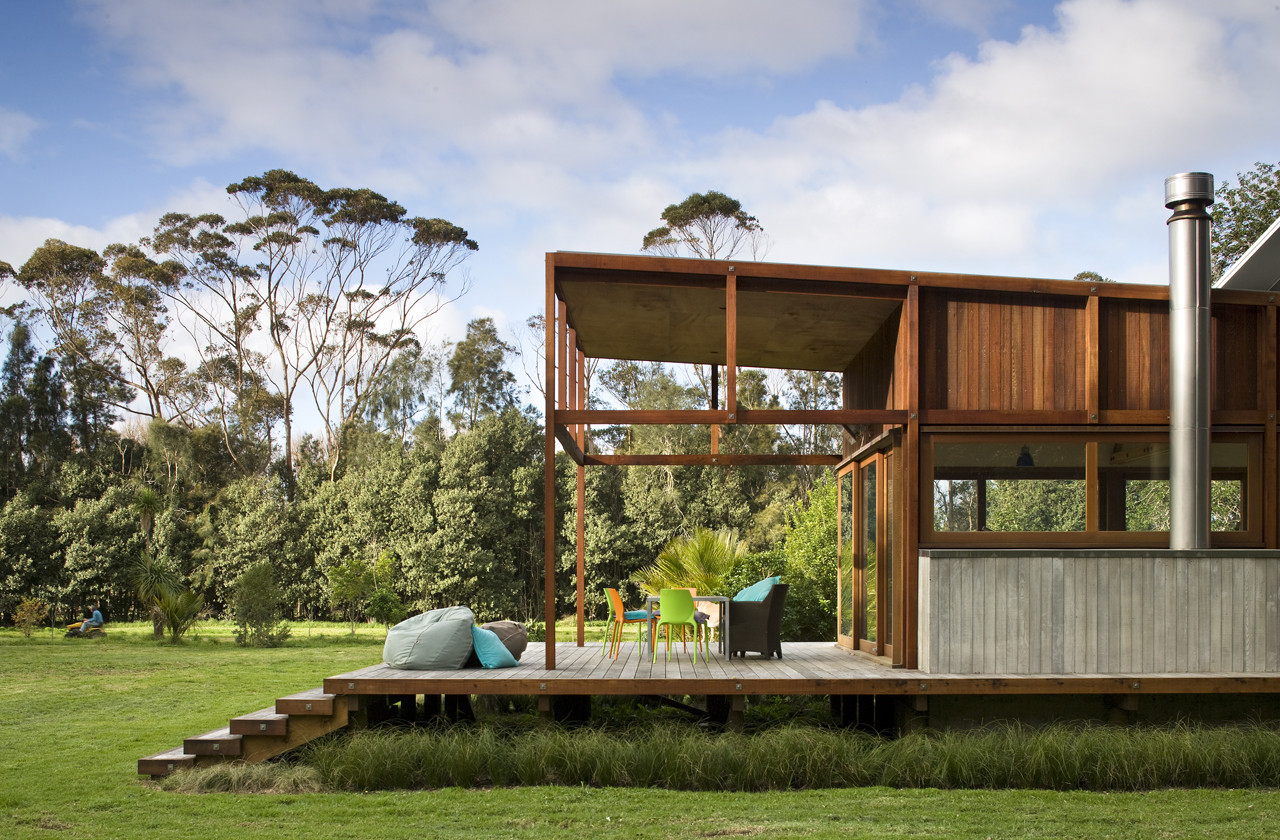 Great barrier house 39 s skeletal timber frame allows it to for Design homes angela clark
