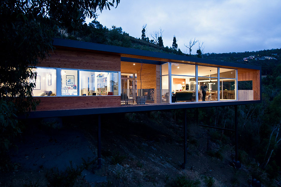 Highway House Seems to Float Dramatically Above a Sheer Slope