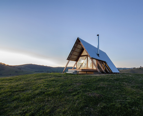 JR's Hut at Kimo Estate by Anthony Hunt Design & Luke Stanley Architects (via Lunchbox Architect)