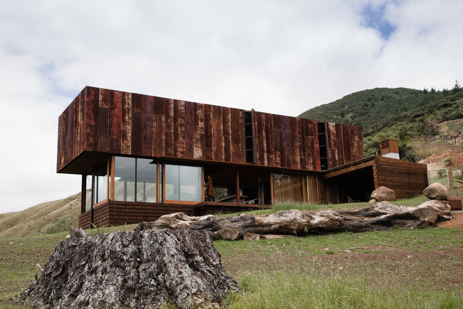Rusting Corrugated Iron On This Stunning Home Is Like