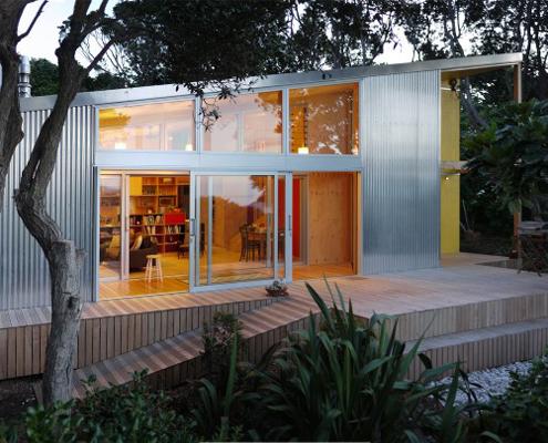 Lloyd holiday house a new beach bach for a for Beach house builders new zealand