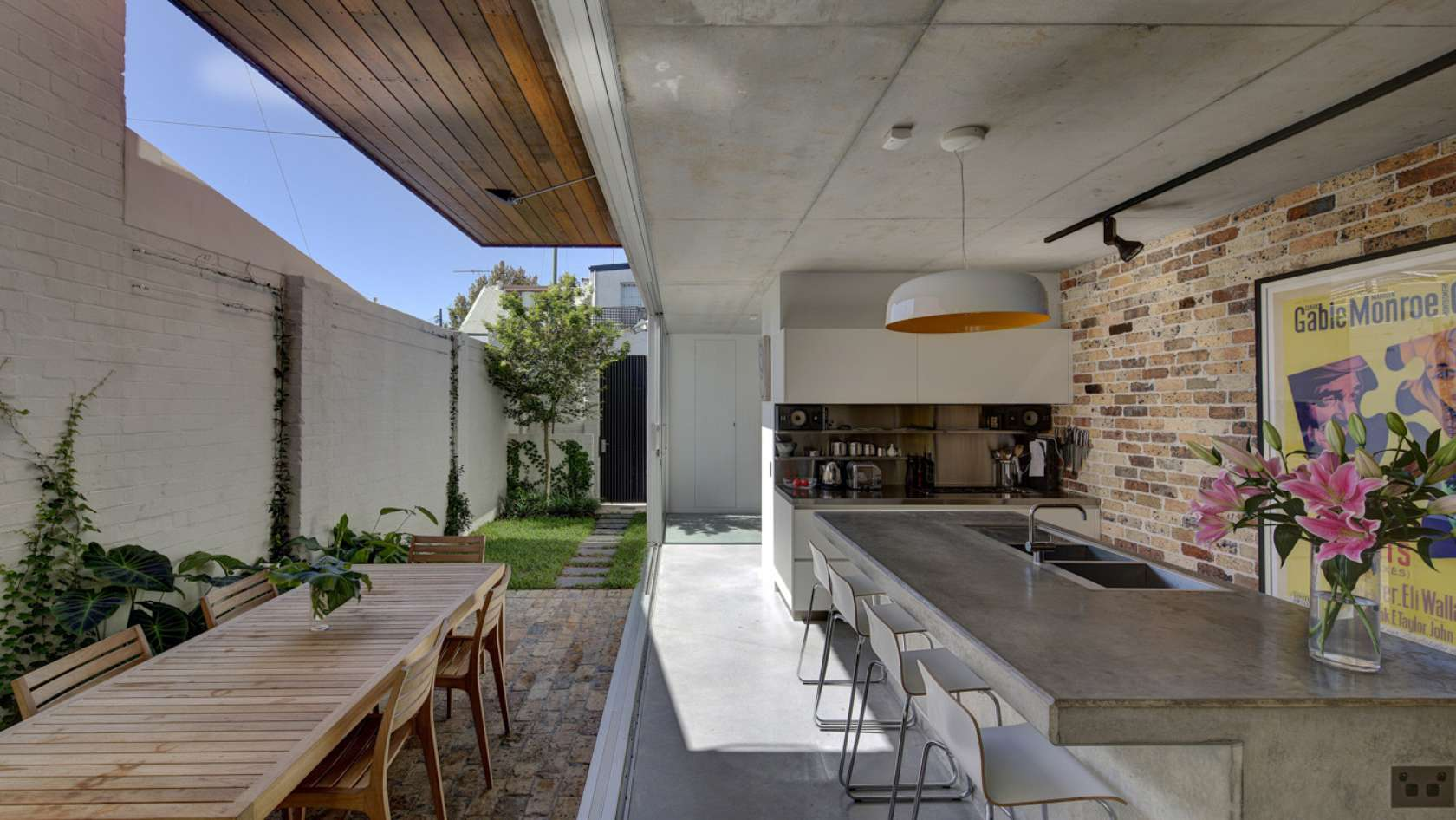Long courtyard house challenged the typical terrace for Courtyard designs melbourne