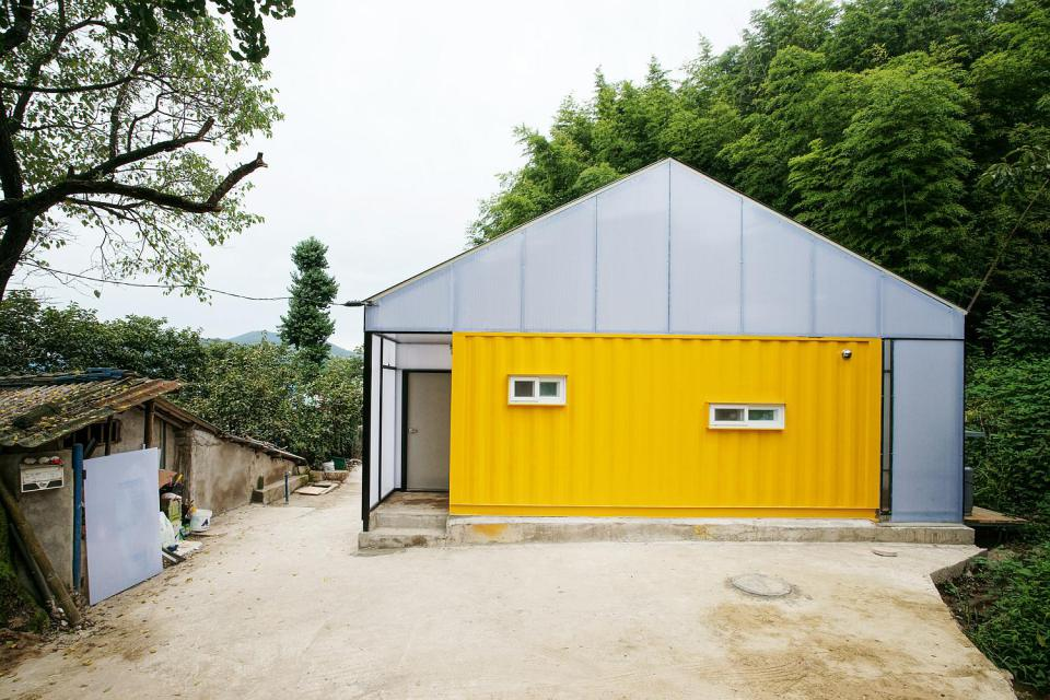 Low cost family container home in south korea - Homes made from shipping containers cost ...