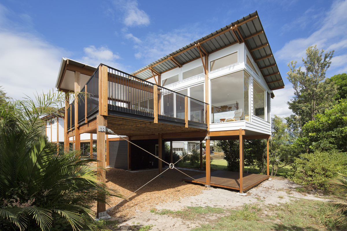 This Modern Beach House Design Celebrates its Spectacular ...