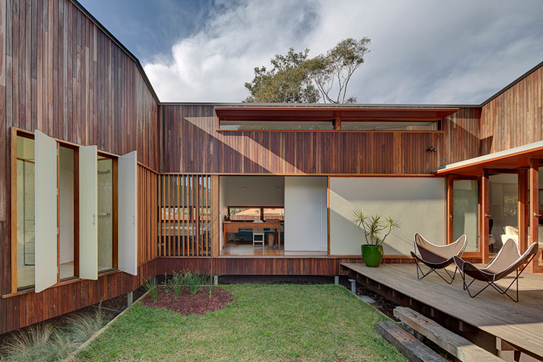 marrickville courtyard house is a subdivision that doesn t dominate rh lunchboxarchitect com houses with courtyards plans houses with courtyards design plans