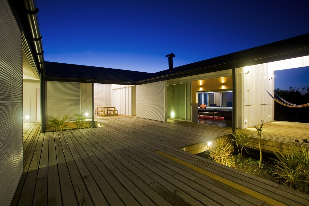 Introspective Modern Beach House With No Access to Sea Views