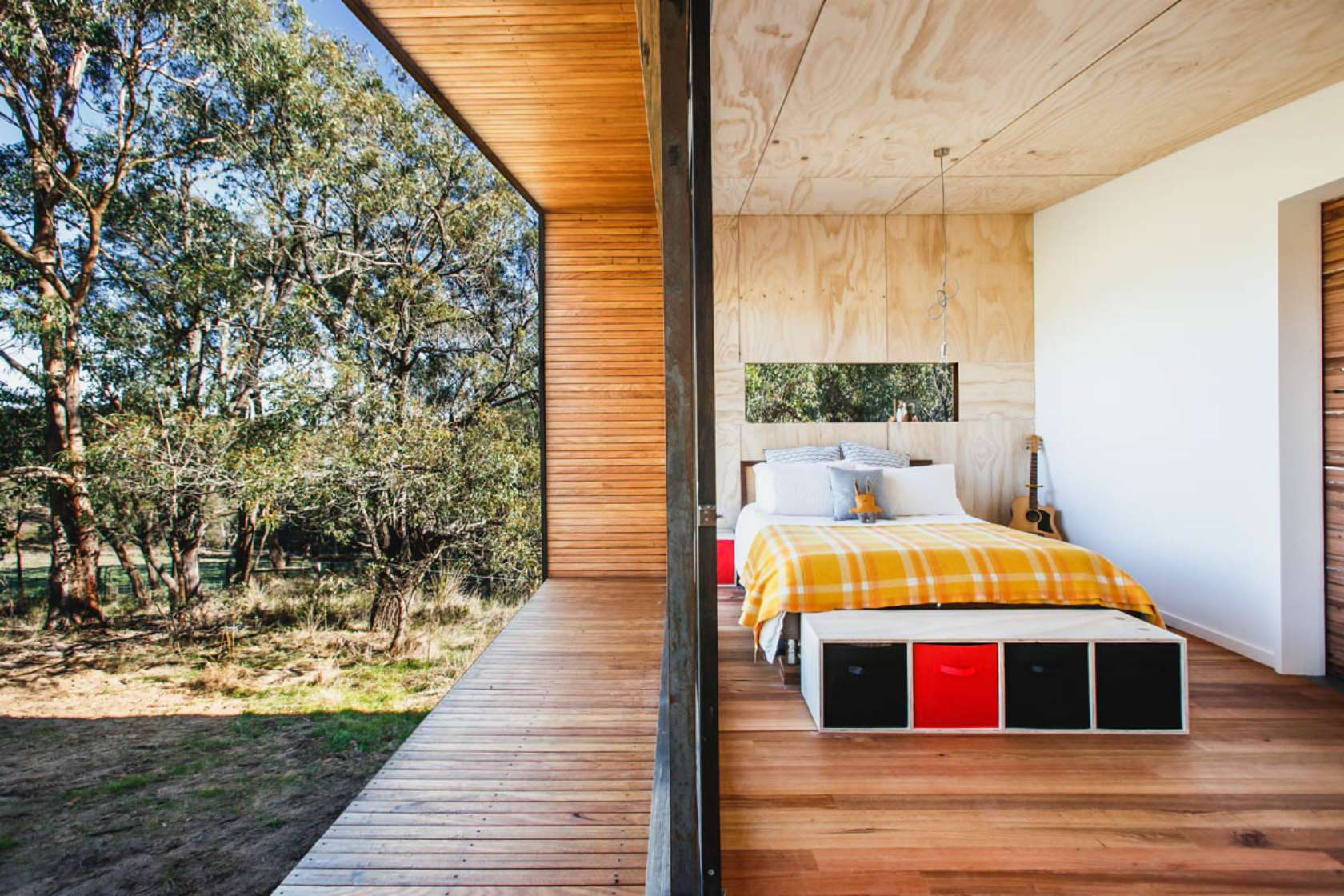 Pump house a compact off grid home for simple living for Studio australia