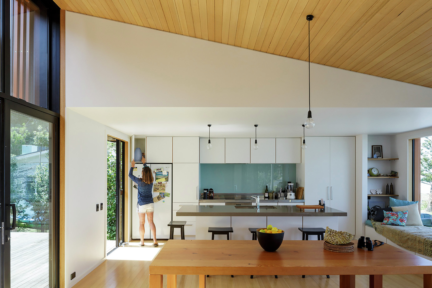 OffSET Shed House is an Unpretentious Beach Shack With a ...
