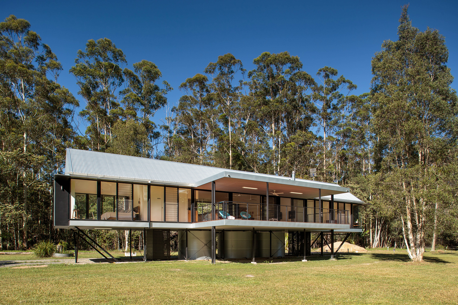 self-sufficient, flood proof home floats over australian bushland