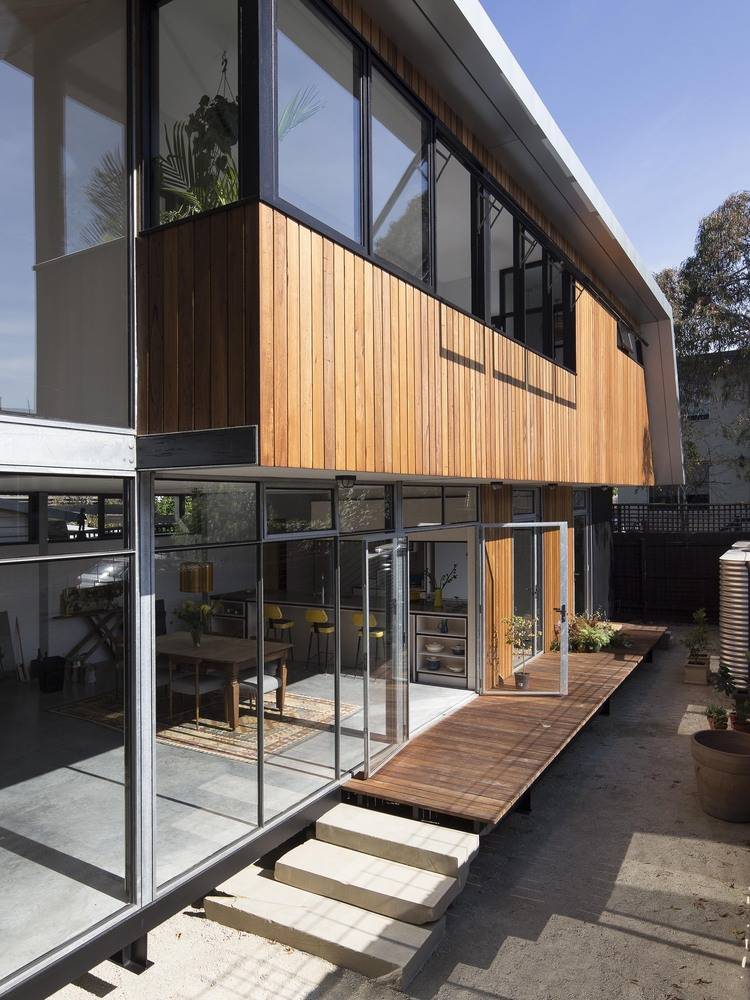 From Disused Inner-City Car Park to a Compact Family Home