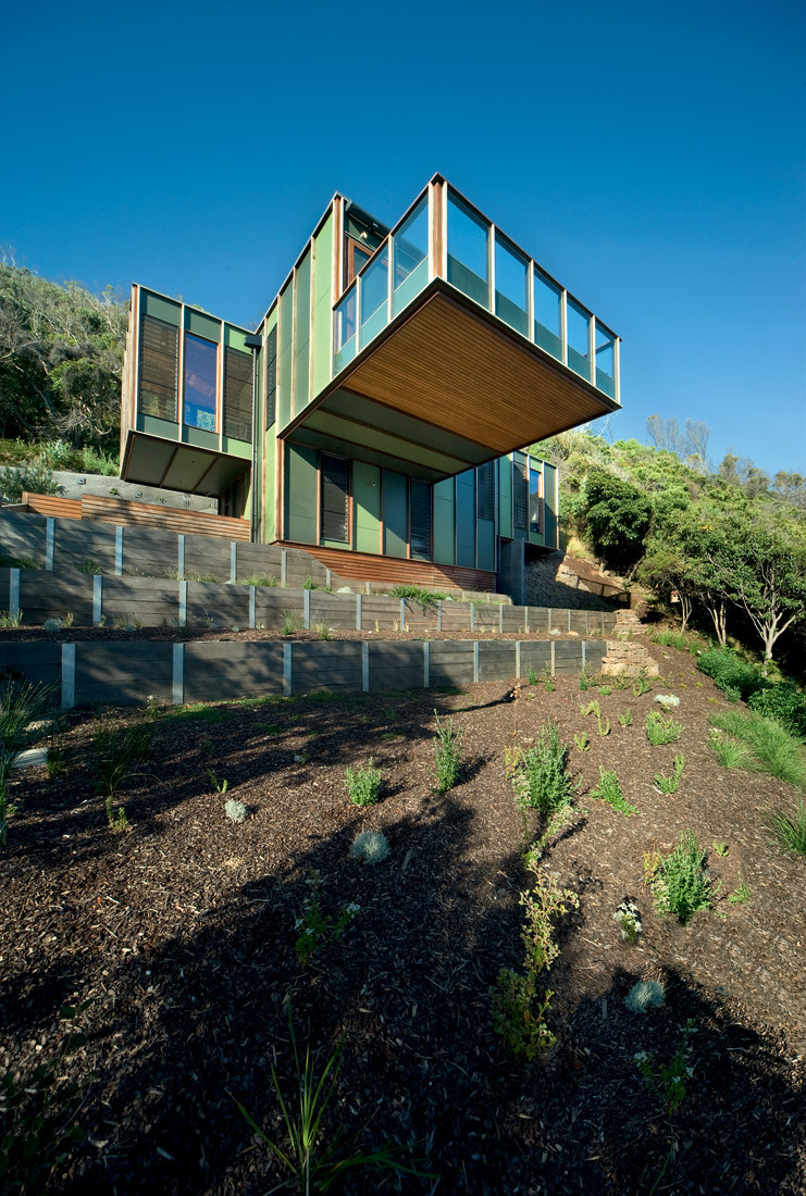 Separation creek house is like a treehouse perched on the for Creek house