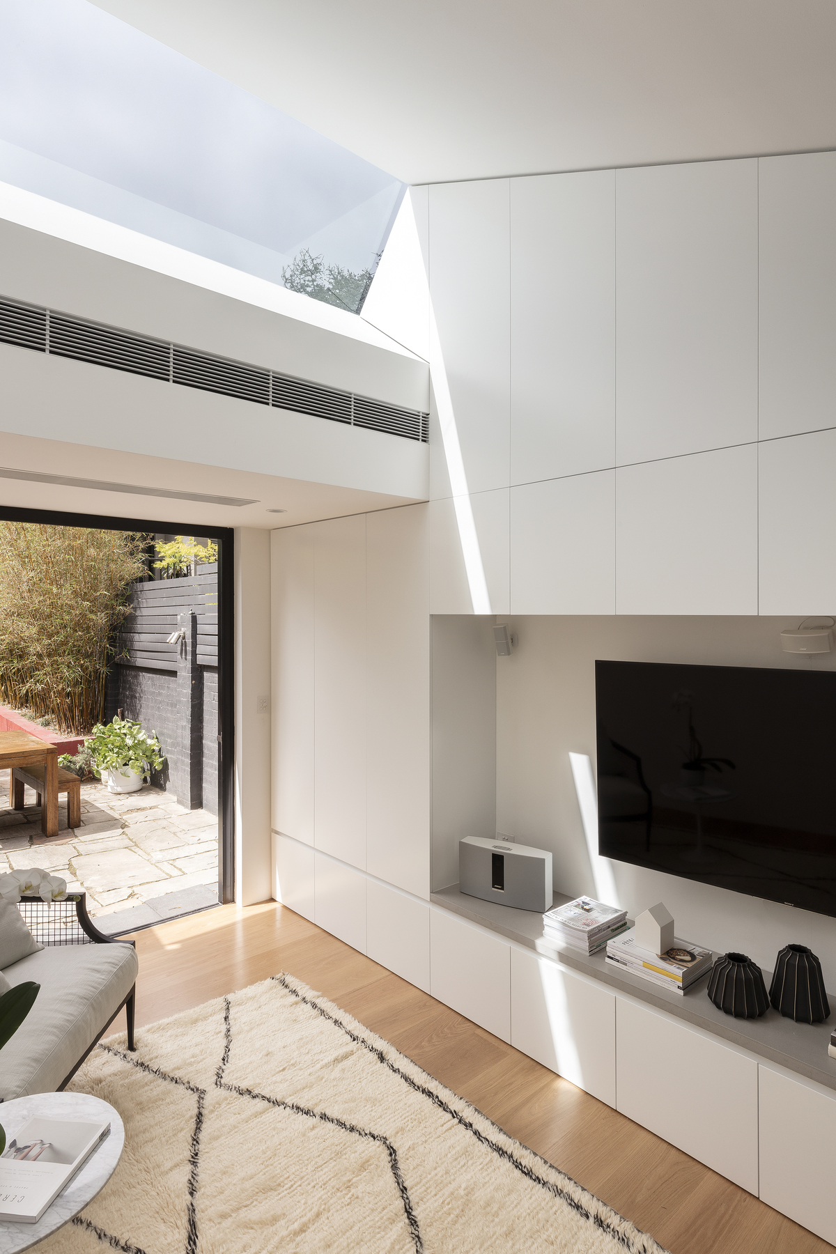 Subterranean Living Space Transformed by a Huge Skylight